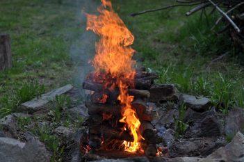 Co třeba spálit to, co nám brání mít svůj vnitřní oheň, hojnost, štěstí a radost?
